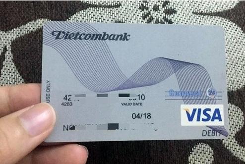Hướng dẫn làm thẻ visa vietcombank và biểu phí làm thẻ